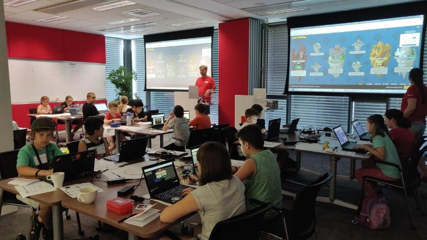 Red Hat pomáhá žákům základních škol objevovat svět open source